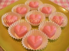 Jahodová srdíčka Mini Cupcakes, Food And Drink, Chocolate, Drinks, Recipes, Ds, Advent, Gummi Candy, Drinking
