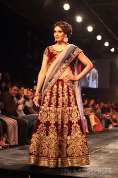And this bong beauty gets magic back to the ramp. Actress Bipasha Basu dazzles in this embroidered #lehenga.