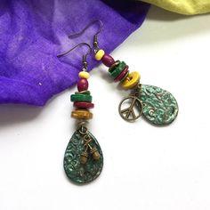 Boucles d'oreilles Ethniques laiton turquoise patinéees céramique artisanale : Boucles d'oreille par la-perruche-de-rio