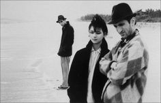 The film is a three-act story about Willie (John Lurie), who lives in New York City, and his interactions with the two other main characters, Eva (Eszter Balint) and Eddie (Richard Edson).