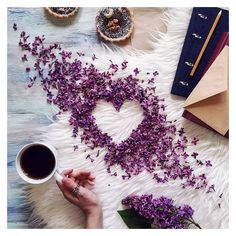 Flowers spring photography lavender 58 Ideas for 2019 Flat Lay Photography, Coffee Photography, Spring Photography, Photography Flowers, Food Photography, Coffee And Books, I Love Coffee, Coffee Break, Morning Coffee