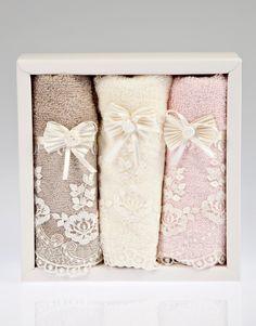 Banyoda romantizm rüzgarı ve vintage etkiler Fransız dantelli 3'lü havlu seti