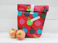 abwaschbare Essenstüte aus beschichteter Baumwolle mit Apfelmotiv // lunch bag with apple pattern via DaWanda.com