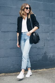 @aritzia girlfriend jeans, adidas stan smith shoes, street style