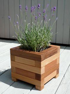 New backyard diy garden planter boxes 67 ideas Diy Wooden Planters, Wooden Diy, Planter Ideas, Diy Planters Outdoor, Garden Boxes, Garden Planters, Stone Planters, Square Planters, Basket Planters