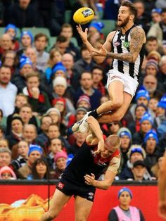 Jeremy Howe's incredible mark over Tom McDonald. Picture: Mark Stewart - Athletes Extraordinary - Jeremy Howe's incredible mark over Tom McDonald. Collingwood Football Club, Australian Football League, Girl Struggles, Rugby Men, Soccer Drills, Soccer Training, Sport Man, Poses, Football Players
