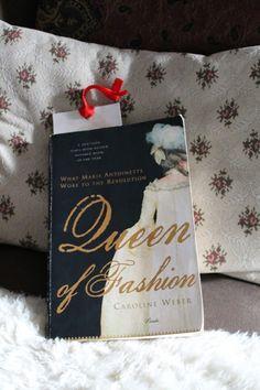 Päivänvarjon alla: Lolita reads: Queen of fashion. Marie Antoinette, Queen, Reading, Fashion, Moda, Fashion Styles, Show Queen, Word Reading, Reading Books