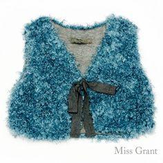 #MissGrant - GILET IN ECO-PELLICCIA - Per vestirla in modo chic ma con tanta simpatia un gilet in eco-pelliccia morbido com e i suoi peluches #OUTLET