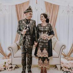 Malay Wedding Dress, Dream Wedding Dresses, Indonesian Kebaya, Hijab Dress Party, Wedding Inspiration, Wedding Ideas, Royal Brides, Designer Wedding Gowns, Muslim Fashion