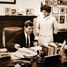 john-f-kennedy-jacqueline-bookend-photo-1.gif