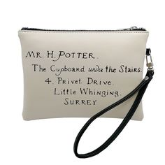 "27 Unique ""Harry Potter"" Products Even Die-Hard Fans Haven't Seen Before Harry Potter Words, Harry Potter Shirts, Theme Harry Potter, Harry Potter Style, Harry Potter Room, Harry Potter Outfits, Harry Potter Fandom, Harry Potter Hogwarts, Harry Potter Products"