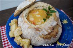 Sopa maravilhosa de peixe no pão http://ratatuidospobres.blogspot.pt/2013/11/sopa-maravilhosa-de-peixe-no-pao.html