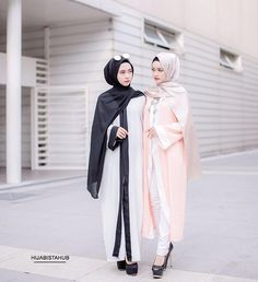 "( Available ) AYWA CARDI ABAYA  Color : peach-blue | white-black | peach-white Material : Italian creepe Free size ( best fits S to L )  Measurement details Shouler 16"" Sleeves 21"" Length 51"" _________________________________ Price :  1 for RM59  2 for RM100 excluding postage  Postage to WM RM6 Postage to EM RM9 Ship worldwide #hijabistaabaya"