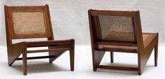 Pierre JEANNERET (1896-1967) Paire de chauffeuses «Kangourou», circa 1955 Teck et canage de rotin 60 x 55 x 75 cm Pair of «Kangourou» chairs, c. 1955 Teak, rattan Bibliographie: Modèles similaires dans… - Millon Bruxelles - 10/12/2014