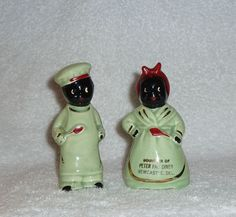 Decor Vintage Black Americana Mammy Cook Souvenir Green Red Salt and Pepper Shakers -
