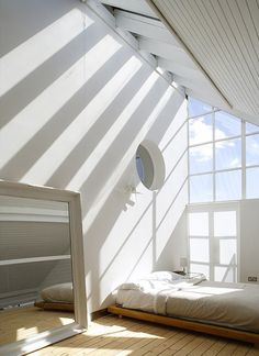 Minimalist bedroom- seriously would be awesome if thst was my room*