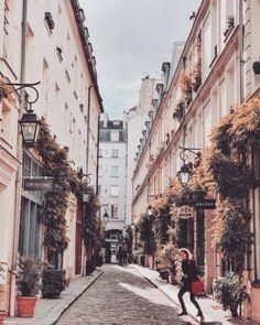 Hidden streets of Paris