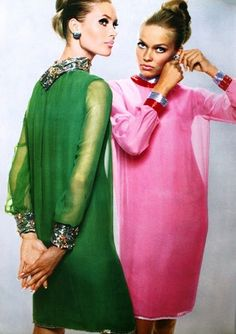 Models wearing chiffon cocktail dresses by Pierre Cardin with jewellery by Van Cleef & Arpels for L'Officiel, September Fashion Mode, Mod Fashion, 1960s Fashion, Vintage Fashion, Fashion Tips, Fashion Trends, Fashion Cycle, Sporty Fashion, Gothic Fashion