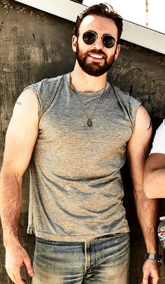 I post Captain America & all things Chris Evans. Here you will find daily updates including photos, videos, appearances, and all things Chris. Christopher Evans, Robert Evans, Steve Rogers, Capitan America Chris Evans, Chris Evans Captain America, Cris Evans, Hemsworth, Actors & Actresses, Beautiful Men