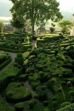 "Les jardins suspendus de Marqueyssac, Dordogne, France - a ""Seuss""ish landscape Topiary Garden, Garden Art, Boxwood Garden, Garden Trees, Boxwood Topiary, Garden Pool, Shade Garden, Formal Gardens, Outdoor Gardens"