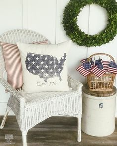 USA with Stars Distressed Pillow - 20x20 / Black / White Canvas
