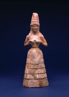 Minoan female statuette with hands raised to breasts From Knossos on Crete. This piece is fantastic for the study of Minoan fashion. She wears a tall conical hat, hair loose about her shoulders. She wears a dress with sleeves, which leaves her. Creta, Ancient History, Art History, Minoan Art, Bronze Age Civilization, Ancient Goddesses, Mycenaean, Greek Art, Ancient Artifacts
