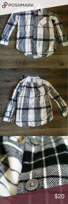 PETITE Banana Republic Soft Wash Flannel Shirt Brand: Banana Republic Size: XXS, Petite Material/Fit: Flannel, boyfriend fit Condition: Never worn, no tags Notes: Purchased in 2015 **Item comes from a pet free and smoke free home** ** All items are washed or ironed before sent** Banana Republic Tops Button Down Shirts