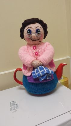mr t tea cosy Tea Cosy Knitting Pattern, Tea Cosy Pattern, Knitting Patterns Free, Free Knitting, Baby Knitting, Finger Knitting, Scarf Patterns, Knitting Tutorials, Knitting Projects
