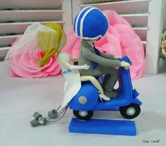 Torta de bodas novios de arcilla azul Vespa con por AsiaWorld