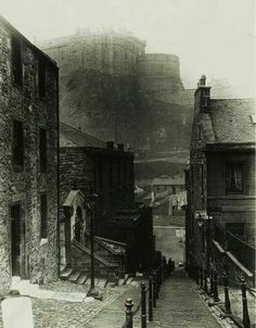 The Vennel connecting Grassmarket with Heriot Place, with Edinburgh castle in the background. Old Town Edinburgh, Visit Edinburgh, Edinburgh Castle, Edinburgh Scotland, George Heriots, Scotland History, Victorian Architecture, Slums, British History