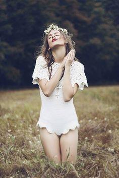 weronika mamot photography fashion portrait girl model female red lips white grass flowers hair