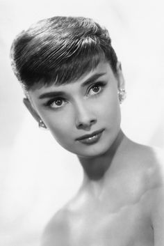 "Pixie Chicks: Audrey Hepburn, By chopping her locks for her role in ""Roman Holiday,"" Hepburn drew even more attention to her amazing bone structure and, perhaps, her performance; she won the Oscar for best actress. Hollywood Cinema, Old Hollywood Stars, Classic Hollywood, Audrey Hepburn Pixie, Audrey Hepburn Photos, Roman Holiday, Silhouette, Best Actress, Grace Kelly"