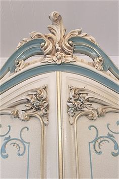 Love. Will do this to Mom's old French Provencial bedroom suite one day.- Painted Furniture Details