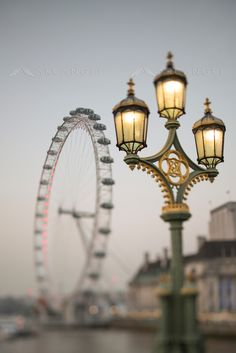 Street light and the London Eye in London // by Georgianna Lane Photo Background Images Hd, Blur Background In Photoshop, Blur Image Background, Blur Background Photography, Studio Background Images, Background Images For Editing, Picsart Background, London Eye, Photo Editing Websites