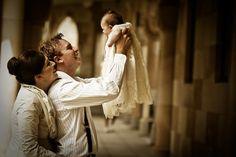 Fotografía con padres o padrinos para el bautizo.