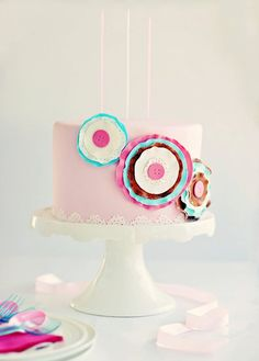 Adore this Paper Craft Sugar Posy Cake by Sweetapolita! It looks like a scrapbookers cake. Gorgeous Cakes, Pretty Cakes, Cute Cakes, Cool Birthday Cakes, Birthday Cake Girls, Fondant Cakes, Cupcake Cakes, One Tier Cake, Paper Cake