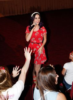 Katy greets fans!
