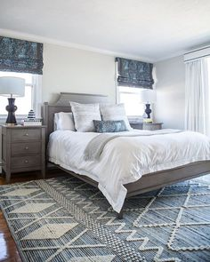 Cheap Closet: Meet 10 Tips and 60 Creative Ideas to Decorate - Home Fashion Trend Master Bedroom Layout, Blue Master Bedroom, Master Bedroom Makeover, Bedroom Layouts, Bedroom Colors, Home Decor Bedroom, Bedroom With Gray Walls, Master Bedroom Decorating Ideas, Bedroom Rugs