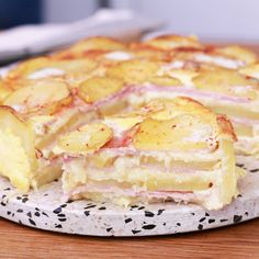 Faites-vous plaisir avec l'inratable quiche aux pommes de terre et au jambon ! Breakfast Recipes, Snack Recipes, Dessert Recipes, Cooking Recipes, Cooking Gadgets, Tasty Videos, Food Videos, Apple Recipes, Pumpkin Recipes