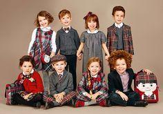 Осенне зимняя коллекция Dolce & Gabbana для детей создана по образу и подобию миланского подиумного показа осень зима 2016 - 2017 и поэтому исключительно разнообразна.  В нарядах Dolce & Gabbana девочки превращаются в сказочных принцесс в расшитых блестками платьях цвета фуксии или в прост