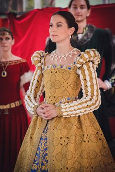 "Kristýna Petříčková, costumer, real-life example of the ""fake puffs"" on sleeves Renaissance Mode, Elizabethan Costume, Elizabethan Fashion, Tudor Fashion, Renaissance Fair Costume, Renaissance Fashion, Renaissance Clothing, Tudor Dress, Medieval Dress"