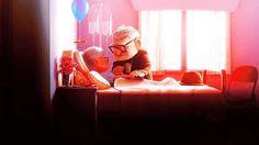 """- """"Na minha época, era namoro de sofá."""" Os seus bisavós ficavam de olho nos seus avós enquanto eles estavam namorando na sala. E só na sala. Já pensou?"""