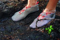 """How would you like chain mail for your feet? To be able to experience the pleasures of running through nature barefoot, without running the risk of cuts and scrapes on your feet? That's what the Paleo Barefoots minimalist shoes promise--""""to be Bags Online Shopping, Discount Shopping, Online Bags, Shopping Bag, Fashion Fail, Trendy Fashion, Running Sandals, Sneakers Sketch, Barefoot Shoes"""