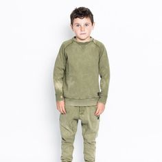 Munster wolf sweater in olive wash. With long sleeve with pockets in the arms. Perfect to match back with Munster Jeans. Stylish Boy Clothes, Stylish Boys, Wolf Fleece, Boy Outfits, Military Jacket, Long Sleeve, Sweaters, Jackets, Collection