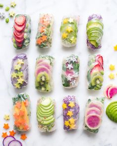 light & fresh rainbow rolls 🌈🌟✨ dipped in creamy peanut butter sauce Summer Rolls, Spring Rolls, Raw Food Recipes, Healthy Recipes, Rainbow Food, Food Menu, Sushi, Food Hacks, Food Inspiration