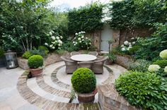 Traditional Patio by KR Garden Design