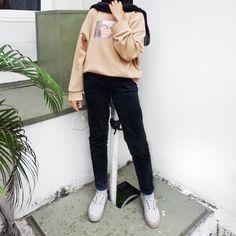 v neck outfit Modern Hijab Fashion, Street Hijab Fashion, Hijab Fashion Inspiration, Muslim Fashion, Ootd Fashion, Fashion Outfits, Hijab Fashion Style, Hijab Casual, Hijab Chic
