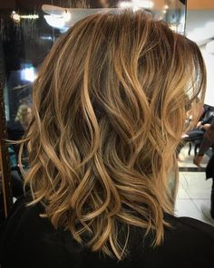 Mid-Length Messy Wavy Hairstyle
