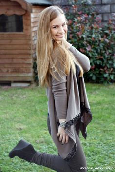 Love the black wedge suede ankle boots and all the awesome neutrals. So chic, so wearable, I'm way too ready for Fall already. Girl Hair Colors, Hair Colour, Anna Saccone Joly, Cheap Pants, Suede Ankle Boots, Black Wedges, Girl Hairstyles, Kimono Top, Hair Beauty