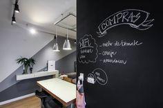 Cucina moderna di SP Estudio https://www.homify.it/librodelleidee/61576/metti-una-lavagna-in-cucina-e-reinventa-il-tuo-spazio